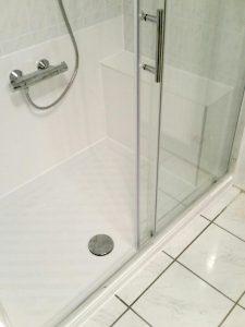 Duschtasse mit Glasschiebetür, behindertengerecht