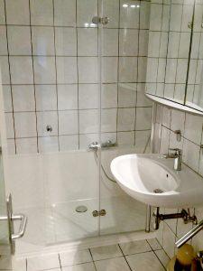 Dusche statt Badewanne im alten Bad