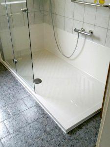 Moderne Dusche statt Badewanne, barierefrei