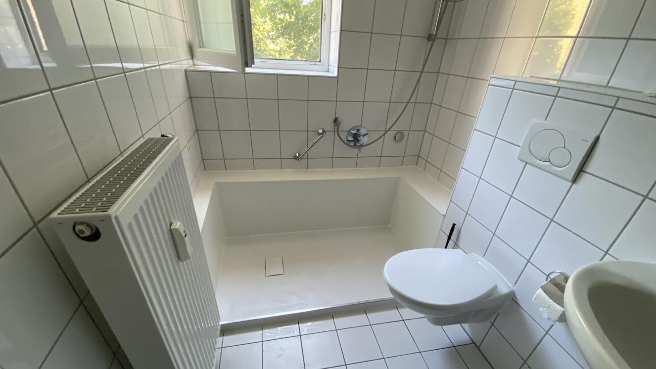Diese seniorengerechte Dusche war mal ein Bad